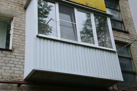 Безрамное остекление балкона на даче одинцовский район..